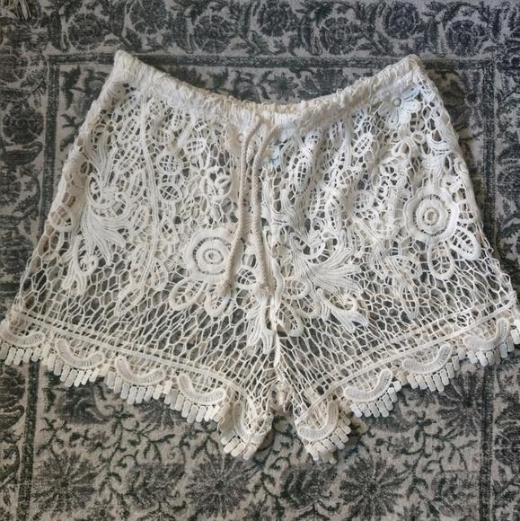 Eshe Pants - Off-White Lacey Shorts